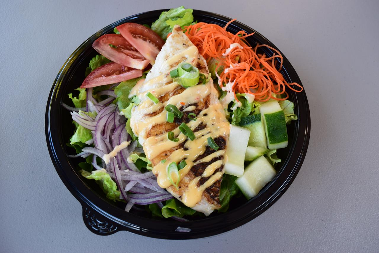 Umekes Fishmarket Bar and Grill Salad with Grilled Ahi On Top