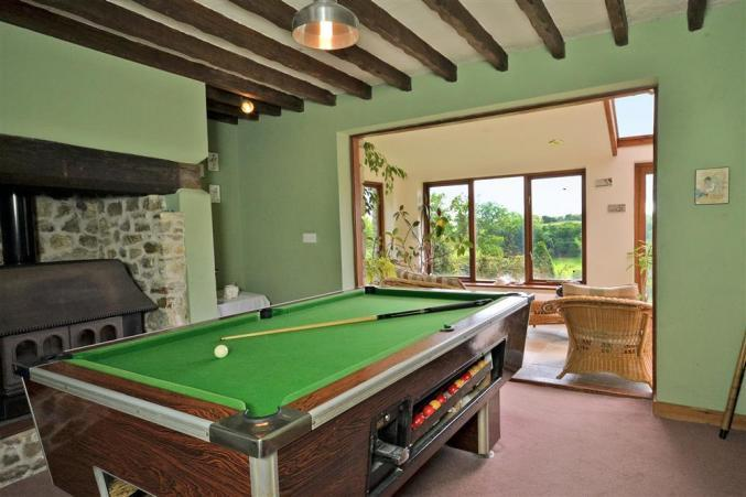 Pool table at Hedge End holiday let.