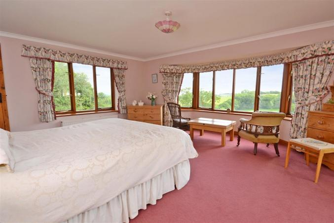 Hedge End holiday home master bedroom.