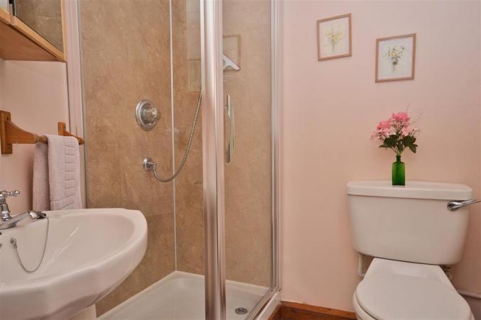 En-suite to twin bedroom