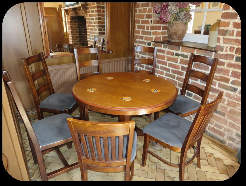 Bar Restaurant Round Table